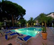 le_canne_beauty_piscina_notte