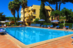 La piscina dell'Hotel Le Canne