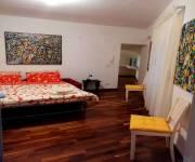 casa-arte-tradizione-mater-dei-camera-con-divano-letto-letto-singolo-angolo-bimbi