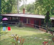 casa_scoiattolo_grigio_giardino