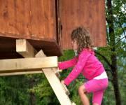 parco_tree_village_bambina_casetta