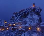 castello_rocca_scalegna_neve_notte