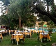 villaggio_borgo_degli_ulivi_ristorante_piscina