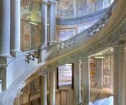 palazzo_farnese_scala_regia_affreschi